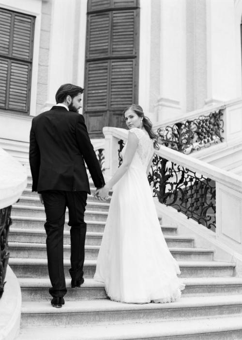 Die wunderschöne Braut in ihrem Anna Kara Kleid von Feinstens. www.melaniesharma.com